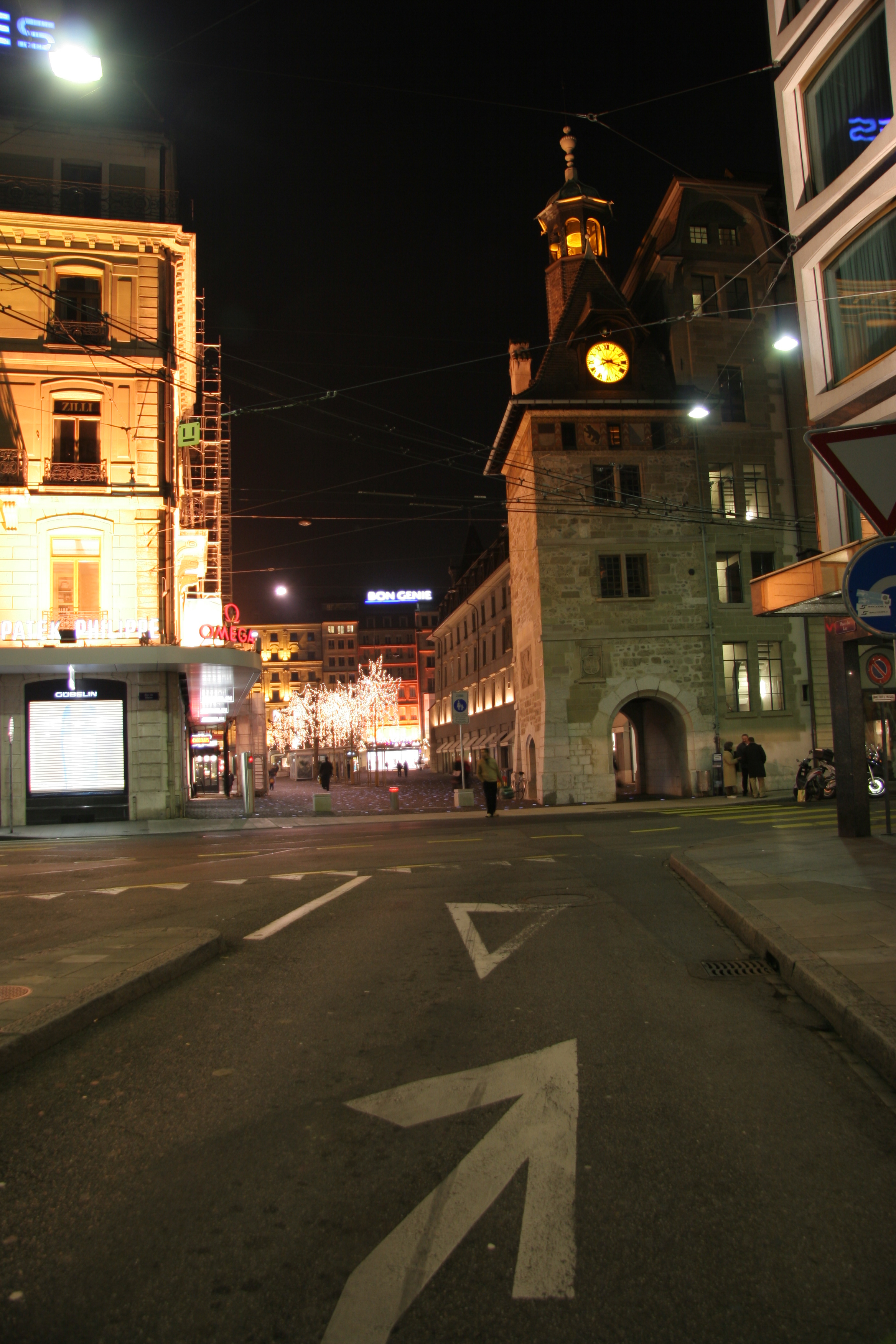Molard square at night, Geneva Switzerland.jpg - Molard square at night